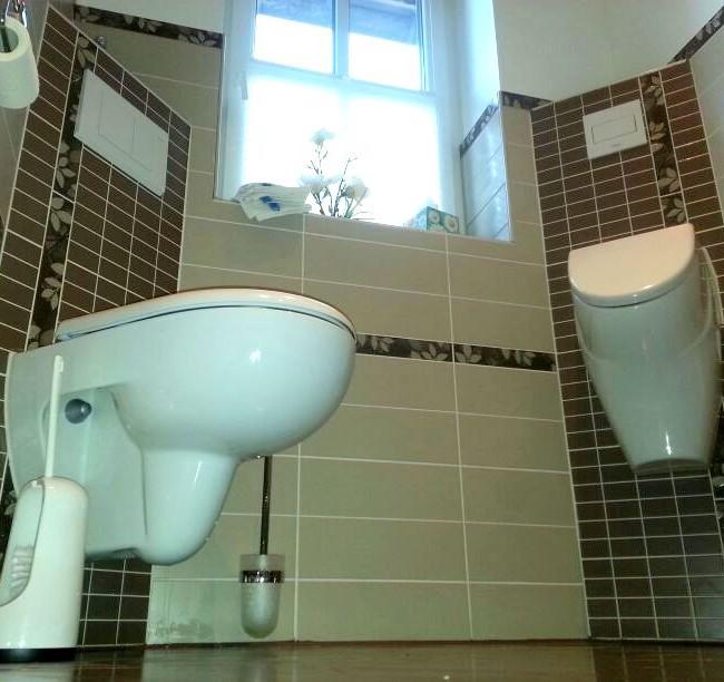 Gäste-WC mit Bordüren und Dekostreifen