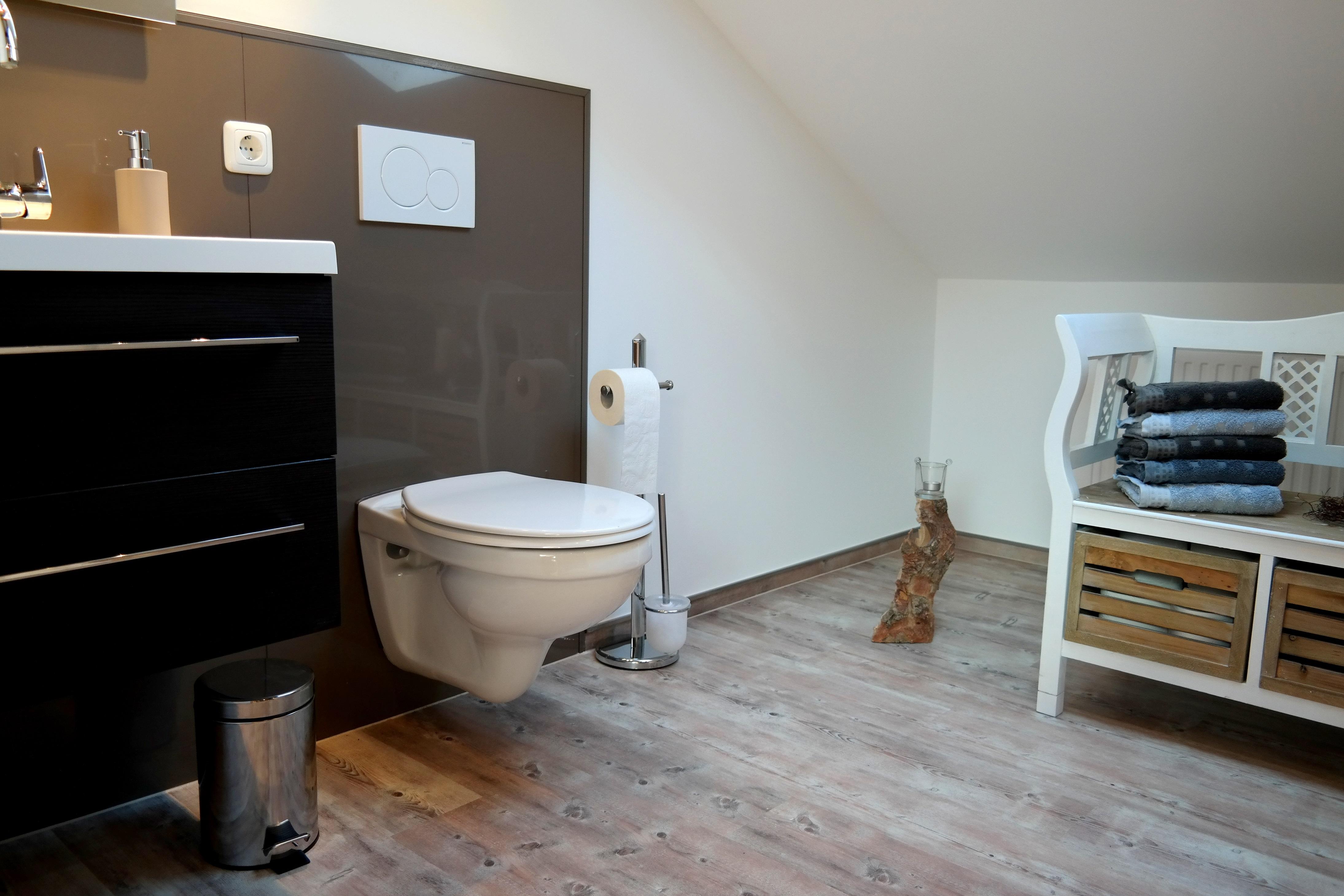 Wir verwandeln Ihr altes Badezimmer in eine Wohlfühloase – Von der Idee bis zum fertigen Wunschbad.