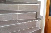 Treppensanierung mit Holzdekorfliesen – Einzigartige Wiedergabe von Holztönen – Diese Treppe ist nach dem Umbau mehr als nur der Aufstieg ins nächste Geschoss!