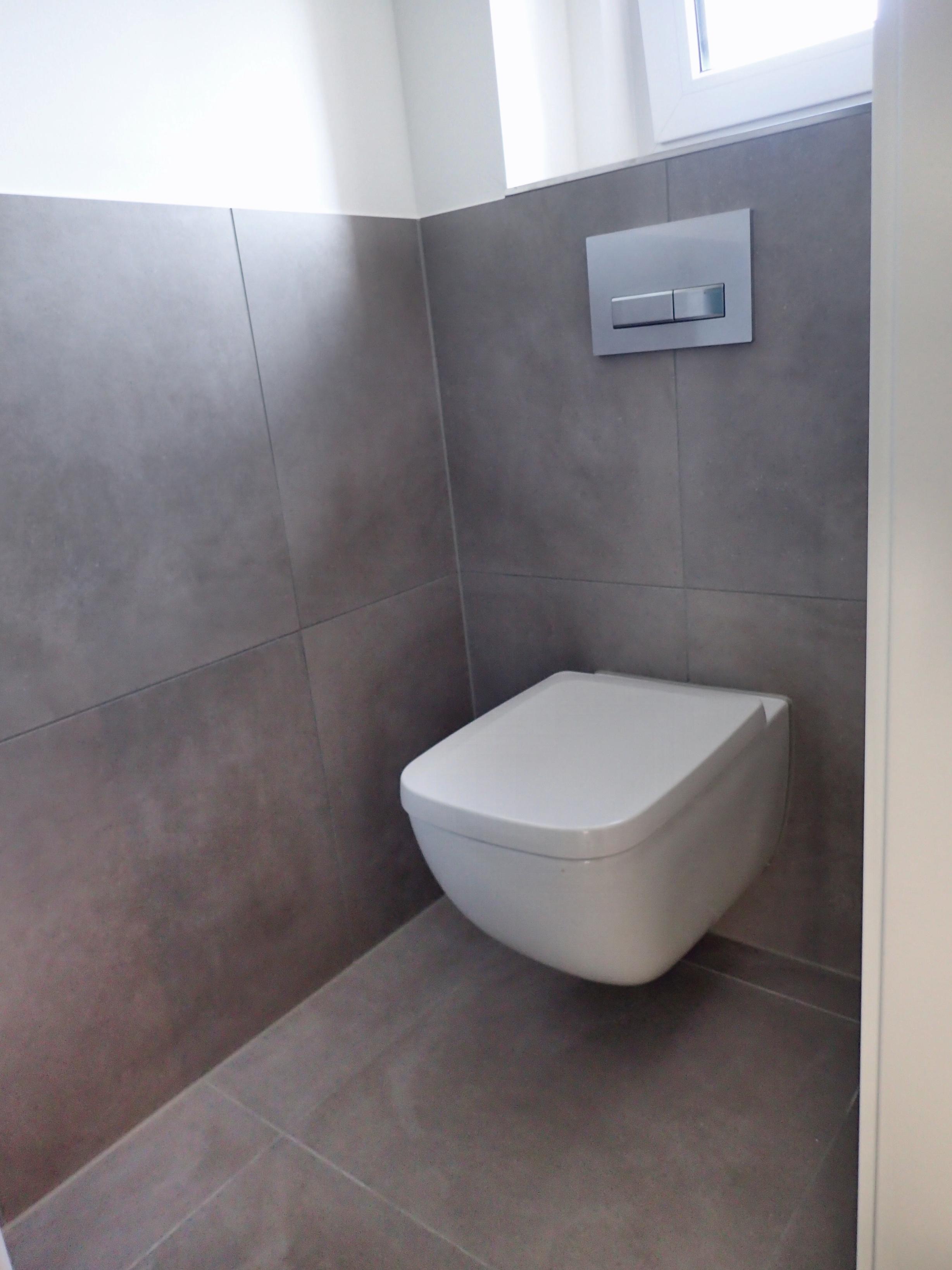 Großformatfliese im WC Bereich – Neben der optischen Größenwirkung beeindruckt die Eleganz vom Fliesen-Großformat.