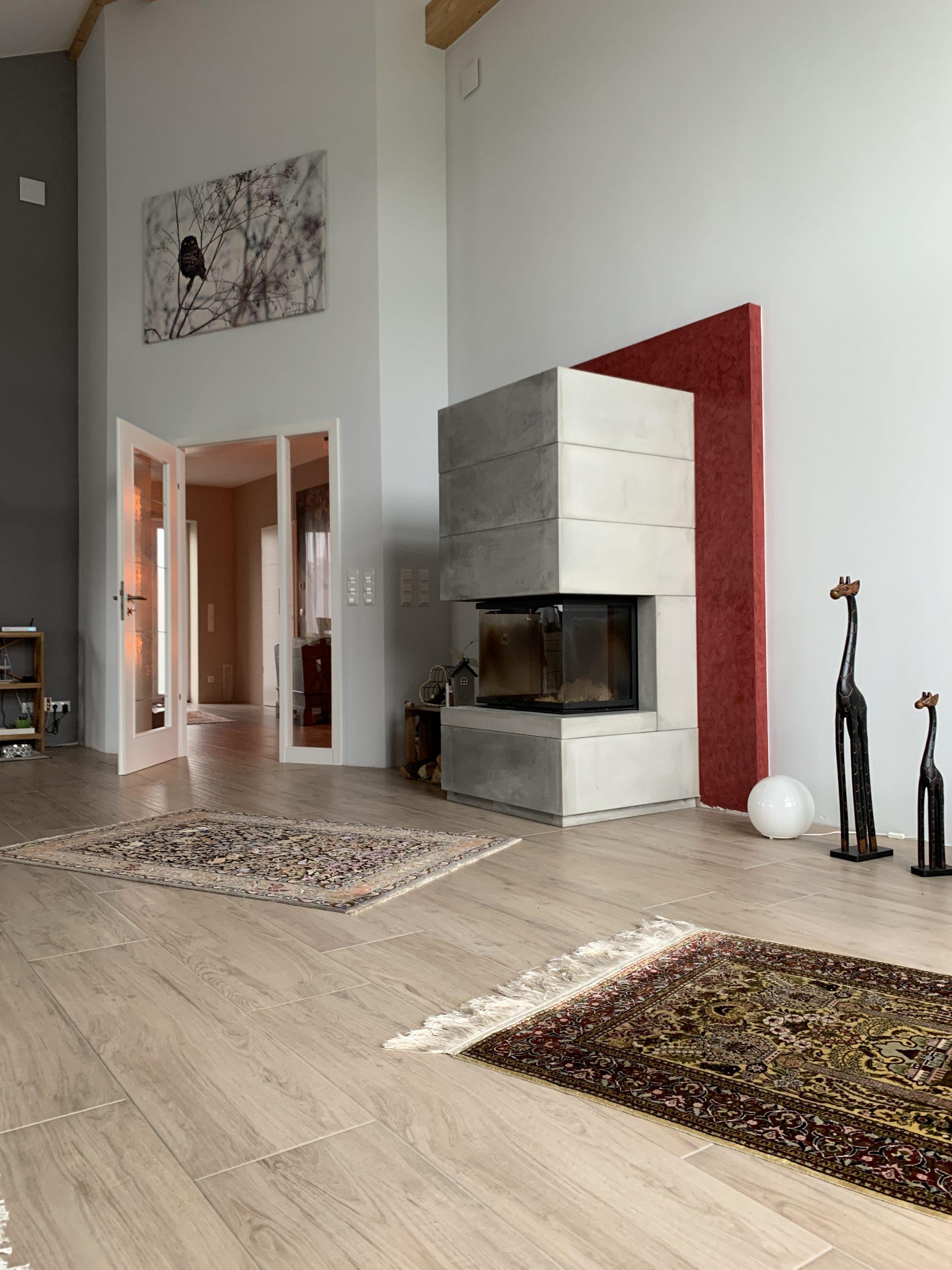 Keramikfliesen mit Holzdekor schenken jedem Raum eine natürliche Wärme.